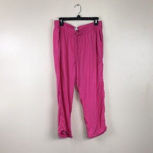 Crown & Ivy Solid Bright Pink Beach Capris
